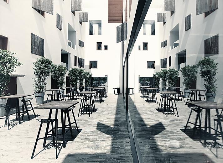 Courtyard_n