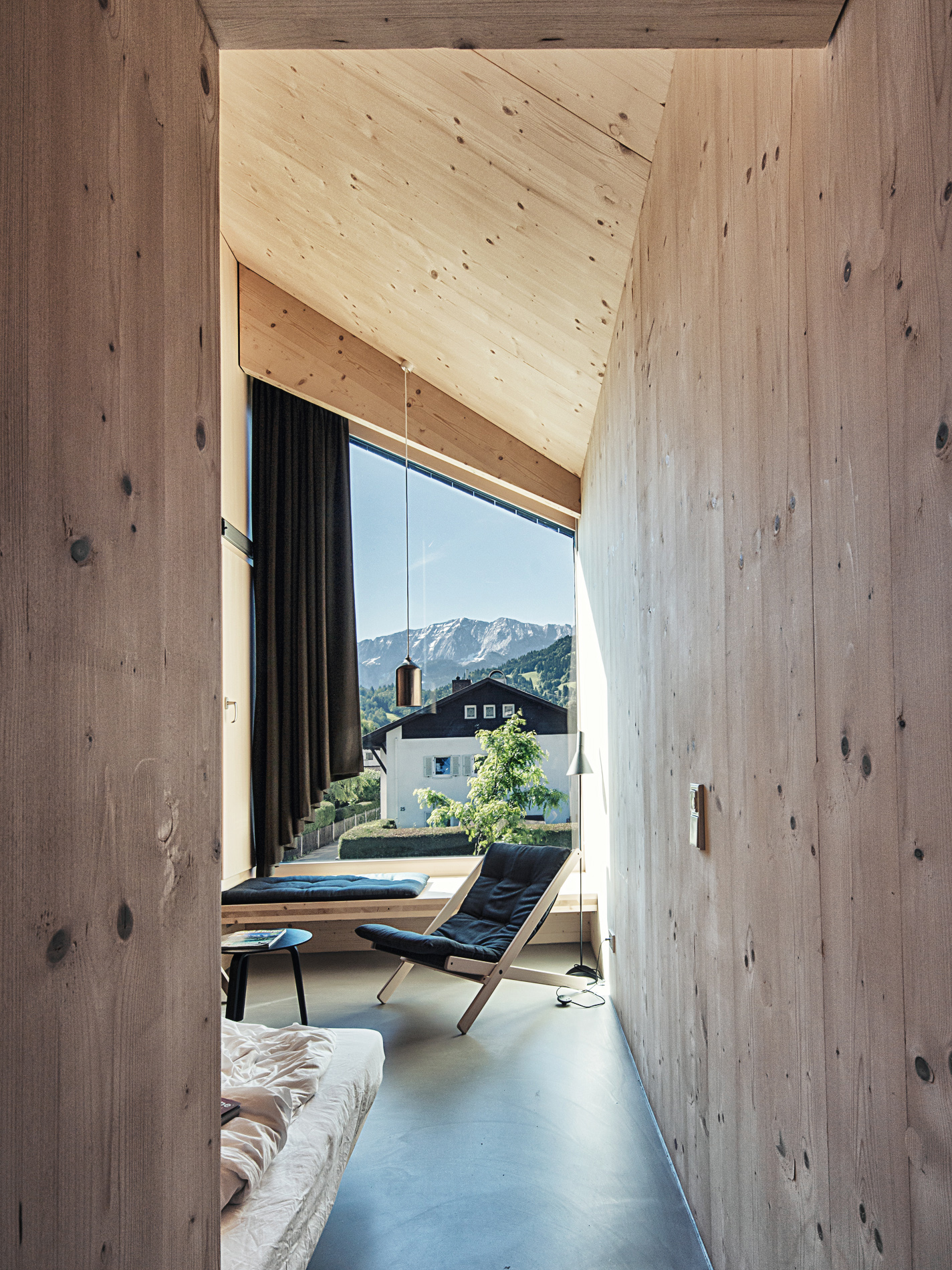 Stunning luxury chalets for winter holidays on the nature for Design hotel quartier 65