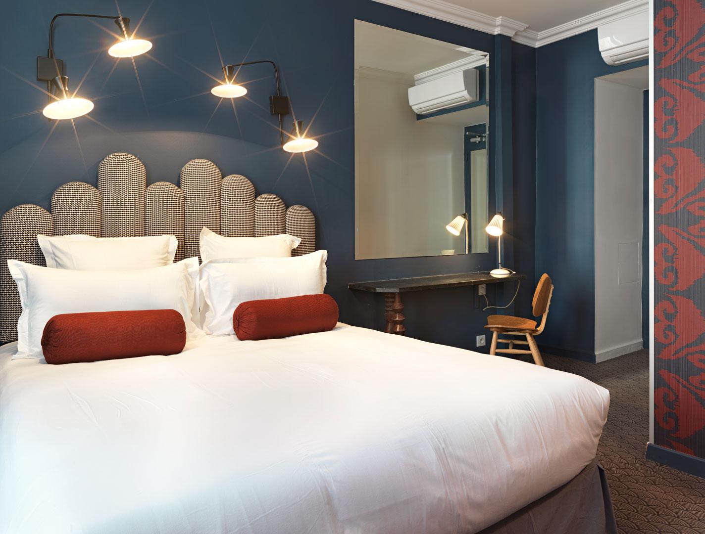 Paris-Hotel---Hotel-Paradis-Paris---Blue-Double-Room@2