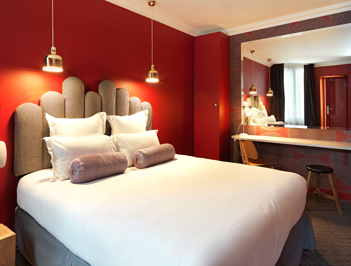 Paris-Hotel-Paradis-Paris-Red-Double-Room@2